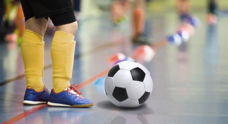 kinder-mini-football